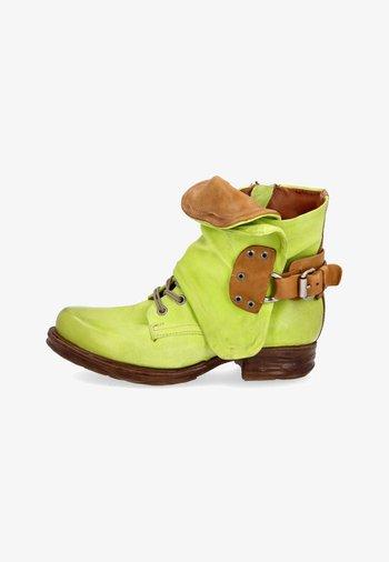Cowboy/biker ankle boot - acido