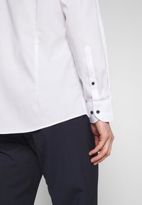 OLYMP - OLYMP LEVEL 5 BODY FIT  - Formal shirt - weiss - 3