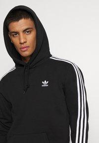 adidas Originals - 3-STRIPES HOODY ORIGINALS ADICOLOR SWEATSHIRT HOODIE - Felpa con cappuccio - black - 3