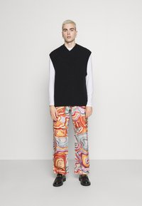 Jaded London - ABSTRACT 70S PRINT SKATE - Relaxed fit jeans - multi - 1