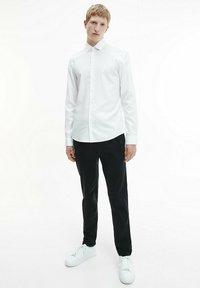 Calvin Klein - STRUCTURED - Formal shirt - white - 1