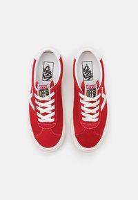 Vans - STYLE 73 UNISEX - Sneakersy niskie - red - 3