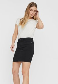 Vero Moda - VMHOT SEVEN SKIRT - Denimová sukně - black - 3