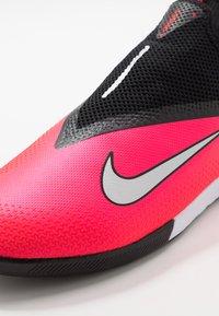 Nike Performance - REACT PHANTOM VISION 2 PRO DF IC - Indoor football boots - laser crimson/metallic silver/black - 5
