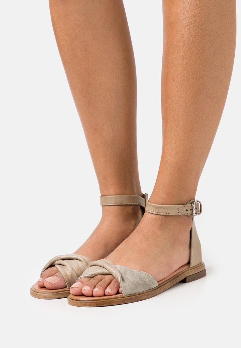 MJUS - GRAM - Sandals - kaki