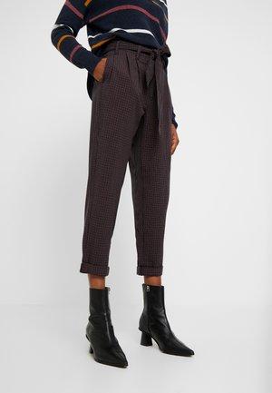 TIE WAIST HIGHEST RISE PANT - Trousers - deep burgundy