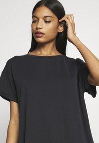 mbyM - Basic T-shirt - black - 4