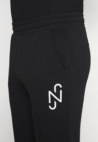 Puma - NEYMAR JR TRACK PANT - Pantalon de survêtement - black - 4
