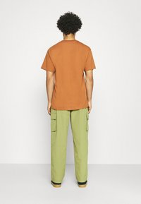 Obey Clothing - EASY BIG BOY PANT - Cargobyxor - burnt olive - 2