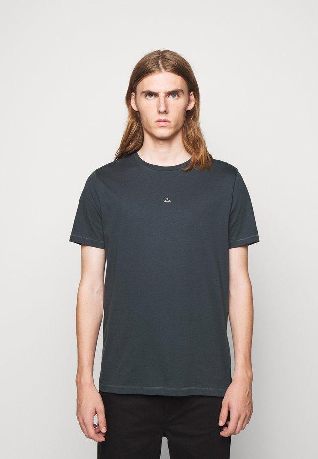HANGER TEE - T-shirts - blueberry