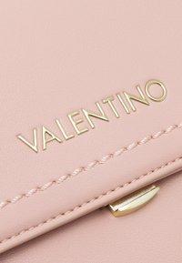 Valentino Bags - ELM - Handbag - rosa - 4