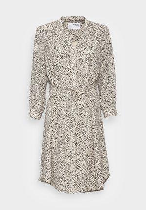SLFDAMINA  DRESS  - Skjortekjole - sandshell