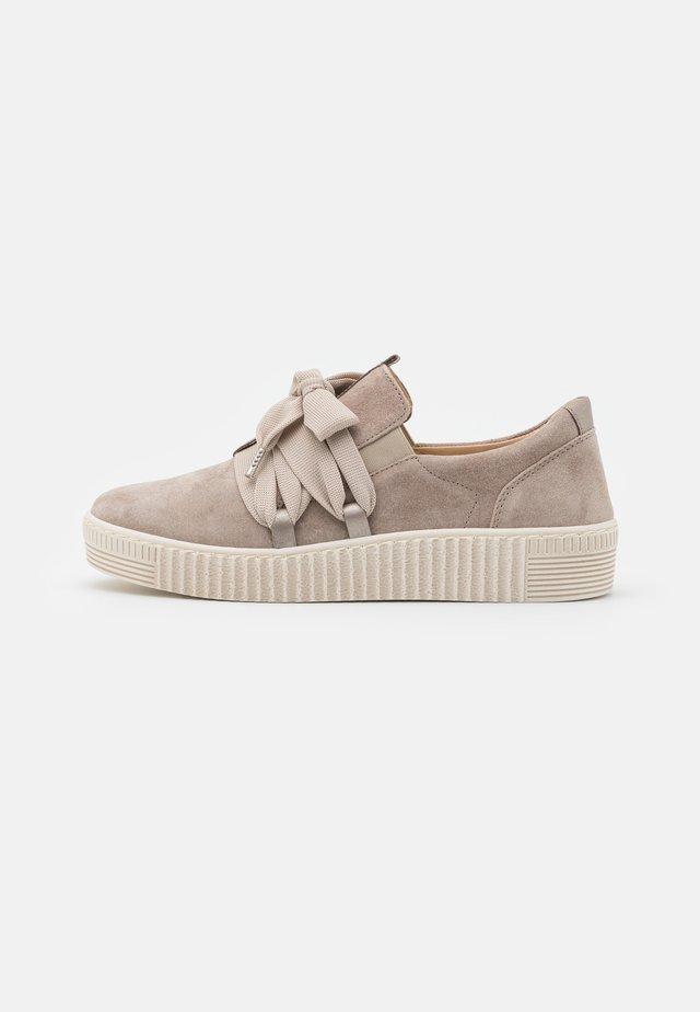 Sneakers - muschel/beige