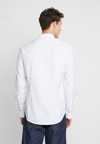 Calvin Klein Tailored - EASY IRON SLIM - Košile - white - 2