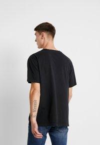 Nudie Jeans - UNO - T-paita - black - 2