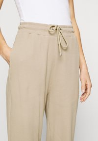 Nly by Nelly - STRUCTURED  - Tracksuit bottoms - beige - 4