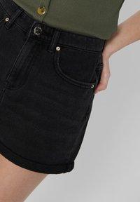 ONLY - JEANSSHORTS REGULAR FIT - Denim shorts - black - 3