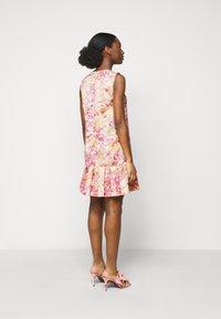 Versace Jeans Couture - LADY DRESS - Denní šaty - pink confetti - 2