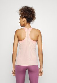 Nike Performance - FEMME ELASTIKA TANK - Toppe - pink oxford/metallic gold - 2