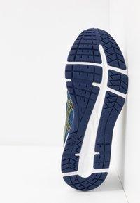 ASICS - GEL CONTEND 6 - Zapatillas de running neutras - grand shark/vibrant yellow - 4