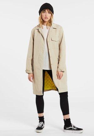 STRENCHER COAT - Trenchcoat - beige