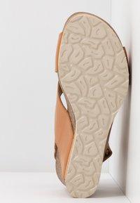 Panama Jack - VALESKA NATURE - Sandály na platformě - kamel - 6