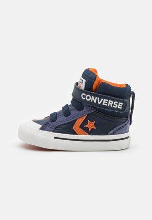 PRO BLAZE STRAP UNISEX - Sneakers hoog - obsidian/fire pit/white
