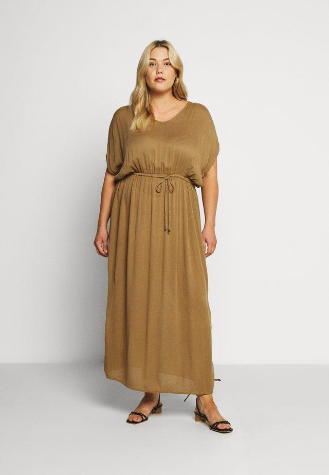AMI MAXI DRESS - Hverdagskjoler - camel