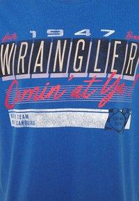 Wrangler - CAR TEE - Printtipaita - blue - 2
