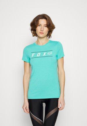 PINNACLE TECH TEE - Print T-shirt - teal