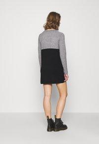 ONLY - Stickad klänning - medium grey melange/black - 2