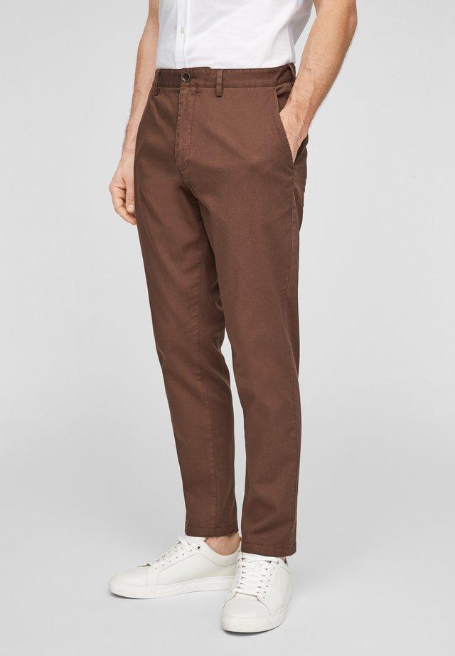SLIM FIT - Broek - brown