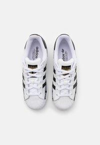 adidas Originals - SUPERSTAR UNISEX - Trainers - footwear white/core black/gold metallic - 3
