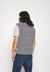 Common Kollectiv - BORG GILET UNISEX - Veste sans manches - grey - 2
