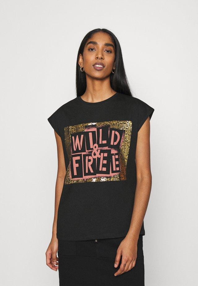 VIBECK WILD CAMP - Camiseta estampada - black