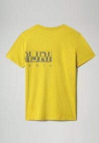 Napapijri - SALLAR LOGO - Print T-shirt - yellow moss - 4