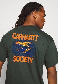 Carhartt WIP - SOCIETY - Print T-shirt - dark teal - 5