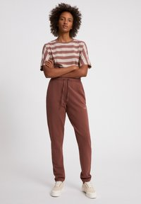 ARMEDANGELS - IVAA EARTHCOLORS® - Tracksuit bottoms - natural dusty rose - 1