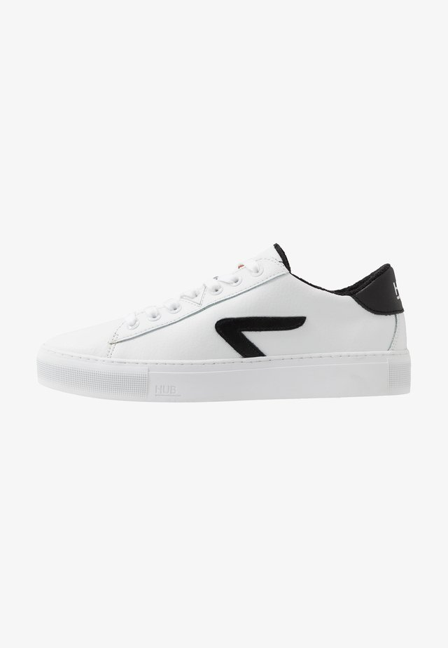HOOK  - Sneakers laag - white/black