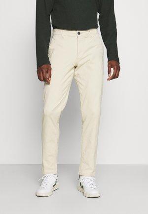 SLHSLIM CHESTER FLEX PANTS - Chino kalhoty - oyster gray