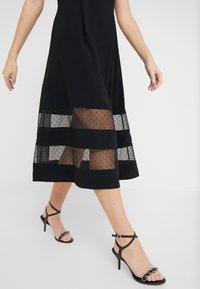 RIANI - Vestido de cóctel - black - 4