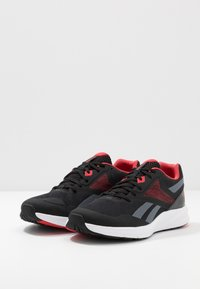 Reebok - RUNNER 4.0 - Obuwie do biegania treningowe - black/true grey/exclusiv red - 2