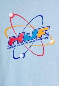 HUF - CHEMISTRY TEE - Print T-shirt - light blue - 2