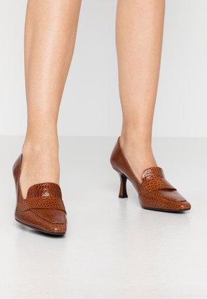Classic heels - cognac yango
