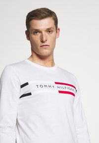 Tommy Hilfiger - CHEST STRIPE - Long sleeved top - white - 4