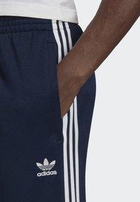 adidas Originals - ADICOLOR CLASSICS PRIMEBLUE SST TRACKSUIT BOTTOM - Spodnie treningowe - blue - 4