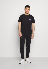 Bricktown - CASSETTE TAPE SMALL - Print T-shirt - black - 1