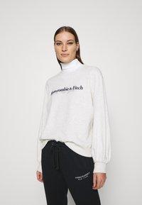 Abercrombie & Fitch - UPPER TIER LOGO CREW - Sweatshirt - grey heather - 0