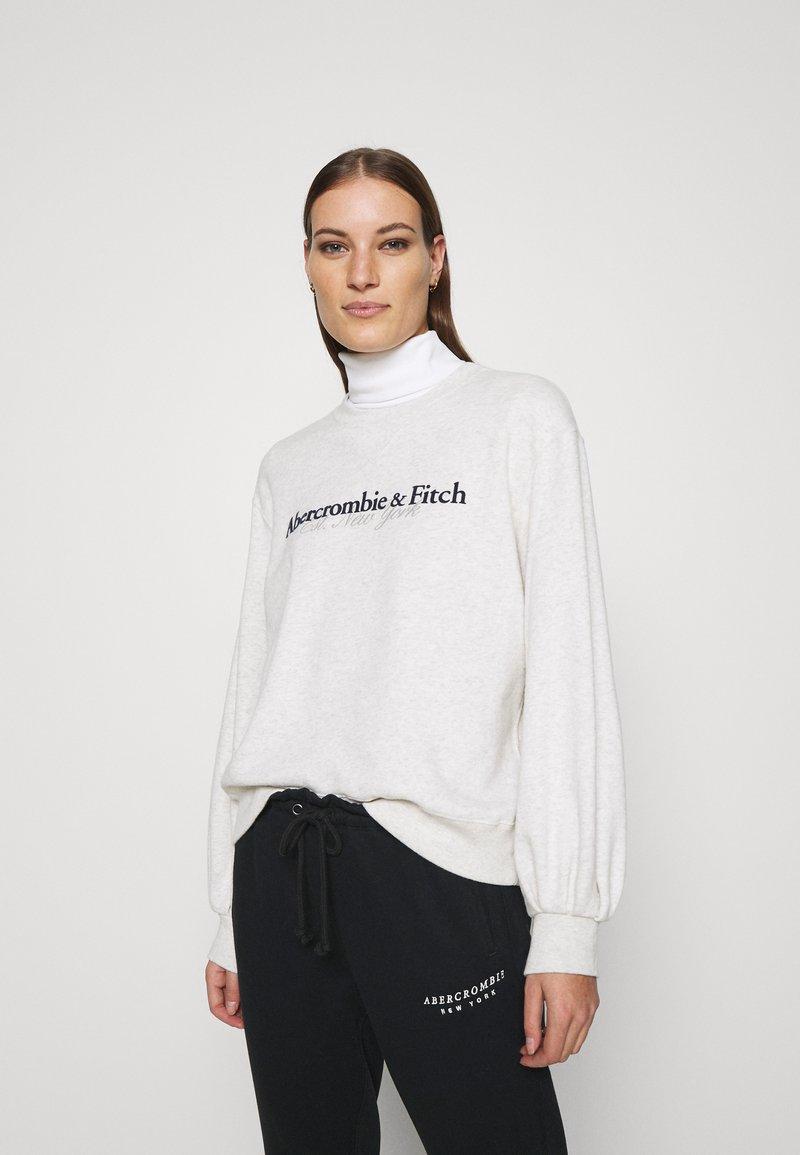Abercrombie & Fitch - UPPER TIER LOGO CREW - Sweatshirt - grey heather