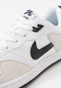 Nike SB - ALLEYOOP UNISEX - Obuwie deskorolkowe - white/black - 5